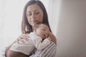 ¿Qué es y cómo superar la depresión post parto?