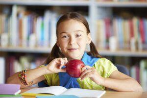 ¿Qué alimentos debe contener una lonchera saludable para niños?